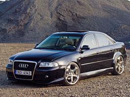 Audi A4: Dáma v černém