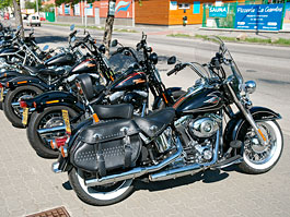 Za řídítky Harley-Davidson: Electra Glide, Road King a V-Rod