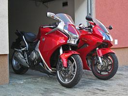 Dueltest - Honda VFR1200F vs. VFR800VTEC (generační srovnání)