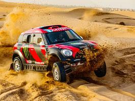 Mini vyrazí na Dakar 2015 s osmičkou aut