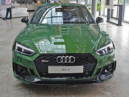Audi se chlubí ve svém sídle zakázkovou RS 5. Zelená jí sluší!