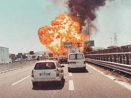 Děsivá tragická ohnivá koule v Boloni. Na vině byl kamioňák