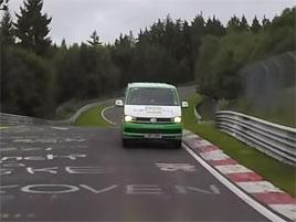 Na Nürburgringu se zrodil další rekord. A možná trochu vyděsil Škodu