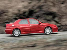 Znáte Alfu Romeo 155 GTA Stradale? Teď je jedna na prodej, za pořádný balík