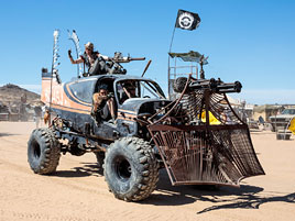 Tenhle pouštní festival vás dostane do světa Šíleného Maxe