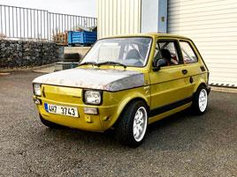 V Česku je na prodej Maluch s motorem z Kawasaki Ninja. Stovku dá pod 4 sekundy