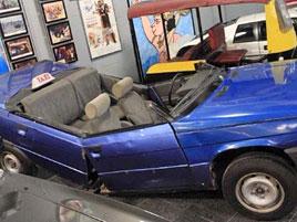 Na prodej je auto, kterým jezdil James Bond. A nebude asi úplně drahé. Akorát se v něm už nesvezete