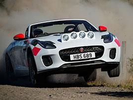 Jaguar postavil dva rallyové speciály. Z roadsteru F-Type