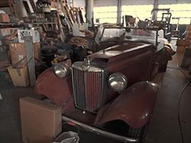 V opuštěném autosalonu se našla úžasná sbírka vozů. Zahrnuje i dvanáctiválcové Lamborghini