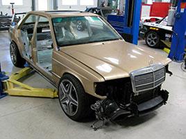 Úpravce napasoval karoserii Mercedesu 190E 2.5-16 Evo II na moderní C63 AMG. Jak se vám výsledek líbí?