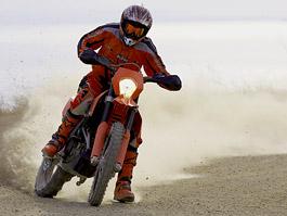KTM 690 Enduro: miluje šotolinu, ale zvládá i asfalt: titulní fotka