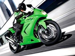 Kawasaki Ninja 250R: ostrý čtvrtlitr zatím bez konkurence: titulní fotka