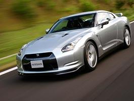 Pod lupou: Nissan GT-R – Megacloumák: titulní fotka