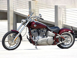 Harley-Davidson FXCW Rocker: chopper pro velký kluky: titulní fotka