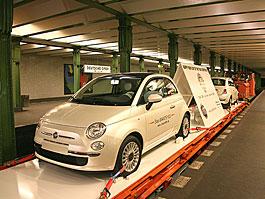Fiat 500 jezdí v berlínském metru i na londýnském ruském kole: titulní fotka