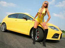 Seat Leon Cupra a sexy holky (fotogalerie): titulní fotka