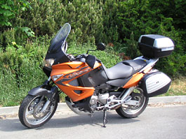 Dueltest - Honda XL1000V Varadero vs. Moto Guzzi Stelvio 1200: titulní fotka