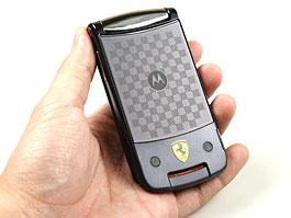 Motorola RAZR2 V9 Ferrari Special Edition - změňte operátora: titulní fotka
