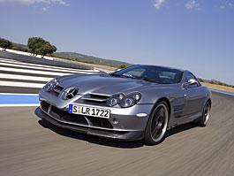 Mercedes a McLaren - každý na vlastním písečku: titulní fotka