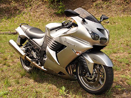 Test - Kawasaki ZZR1400: božský hypertourer: titulní fotka