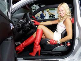 Brusel bojuje proti sexy autosalonovým modelkám: titulní fotka