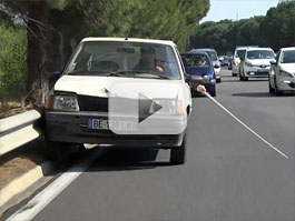 Video: Může slepec řídit auto? Rémi Gaillard ukazuje, že ano: titulní fotka