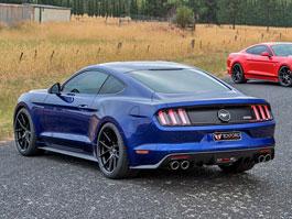 Ford Mustang umí ladit i u protinožců: titulní fotka