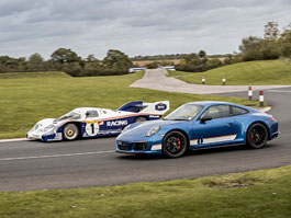 Porsche 911 Carrera 4 GTS British Legends Edition v barvách slavných vítězů z Le Mans: titulní fotka