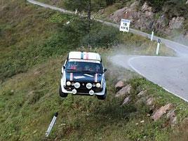 Děsivá bouračka ve starém závodním Fiatu ukazuje, jak důležitá je bezpečnostní klec: titulní fotka