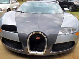 Tohle je určitě nejlevnější Veyron na světě. Má za sebou zajímavý život. A právě v tom je problém: titulní fotka