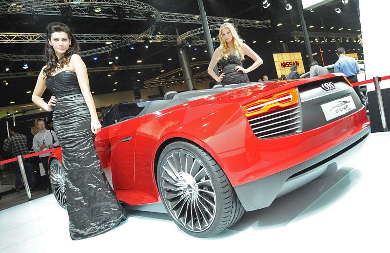 Qatar Motor Show - Babes: - fotka 3