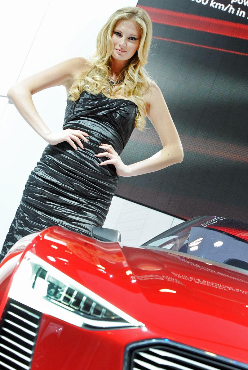 Qatar Motor Show - Babes: - fotka 5