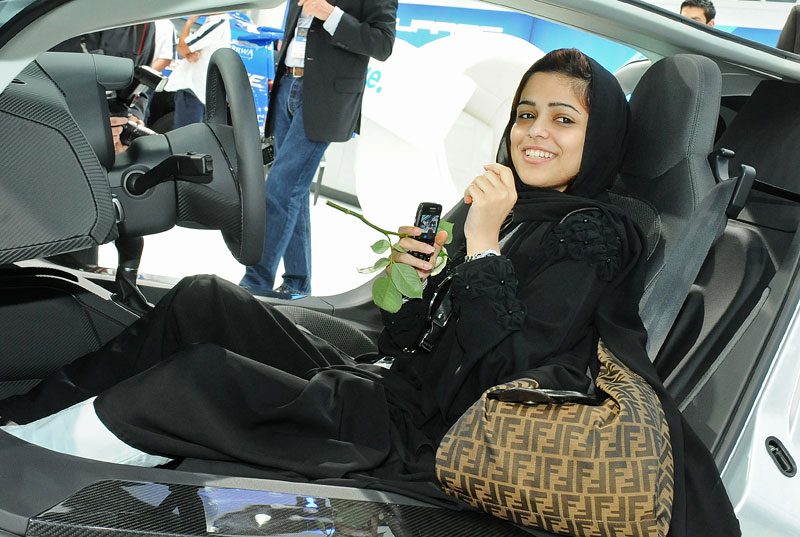 Qatar Motor Show - Babes: - fotka 6