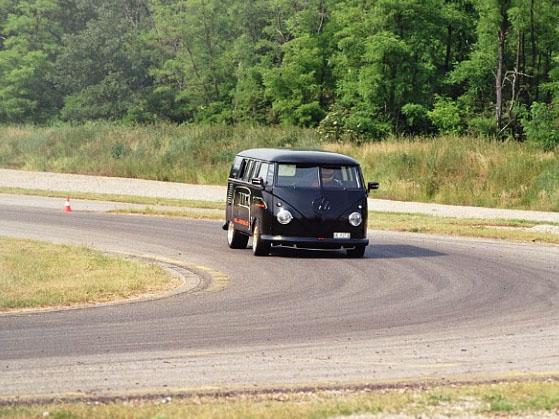 VW Bus T1 Race Taxi: Veškerý odpor je marný (+ video): - fotka 11