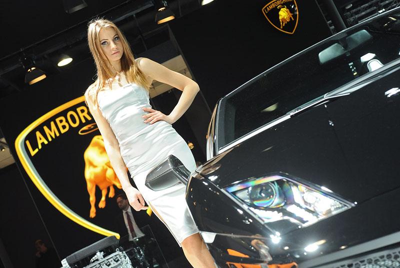 Qatar Motor Show - Babes: - fotka 15