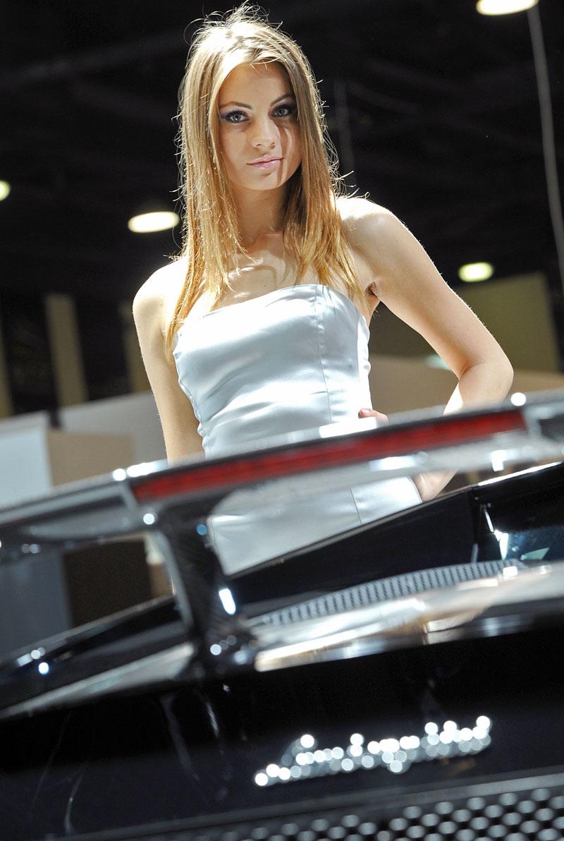 Qatar Motor Show - Babes: - fotka 17