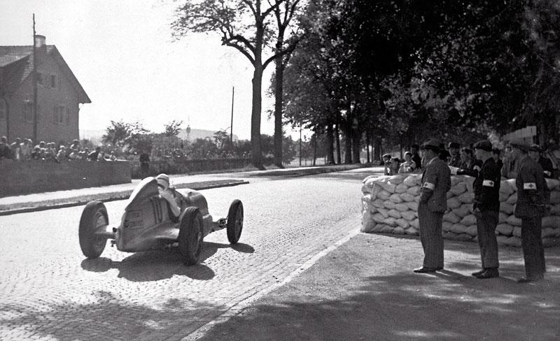 Pod lupou - Stříbrné šípy Mercedes-Benz v předválečné éře: - fotka 11