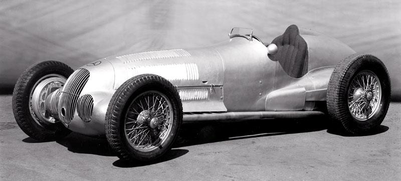Pod lupou - Stříbrné šípy Mercedes-Benz v předválečné éře: - fotka 17