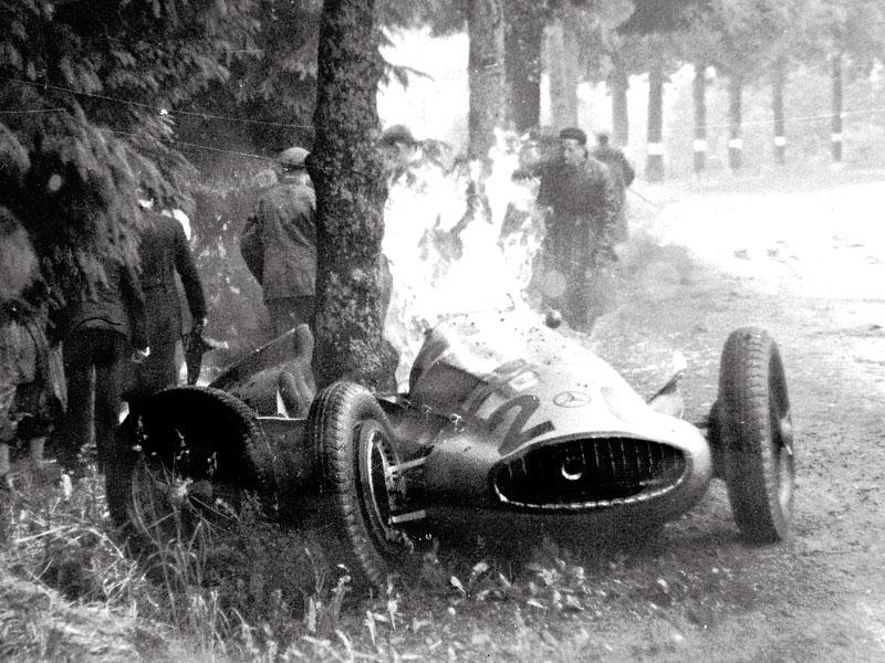Pod lupou - Stříbrné šípy Mercedes-Benz v předválečné éře: - fotka 84