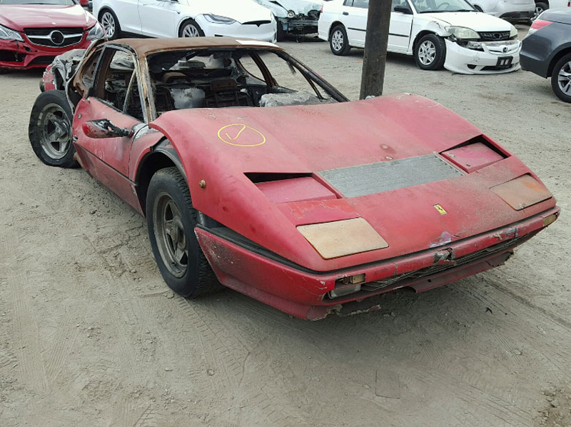 Vydražil se vrak shořelého Ferrari, za nejvyšší příhoz byste koupili dvě nové Octavie!: - fotka 3