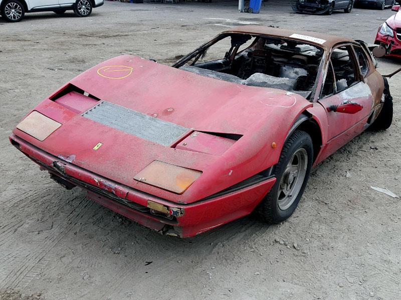 Vydražil se vrak shořelého Ferrari, za nejvyšší příhoz byste koupili dvě nové Octavie!: - fotka 4