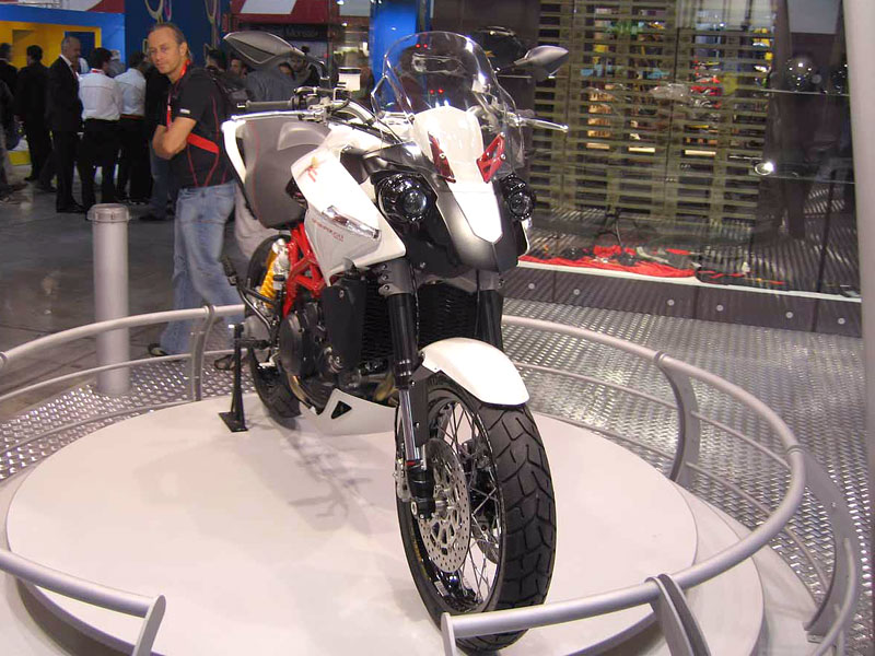 Moto Morini Granpasso: cestovní enduro a lá ufo (představení): - fotka 4