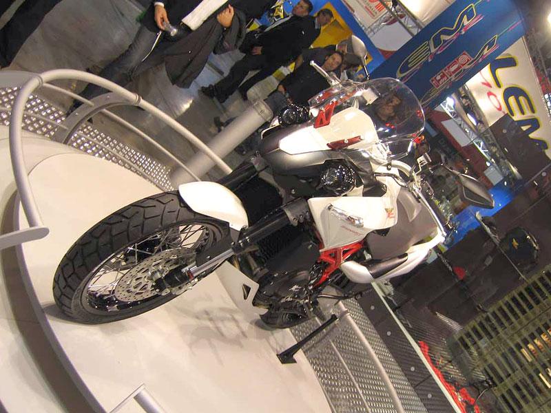 Moto Morini Granpasso: cestovní enduro a lá ufo (představení): - fotka 5