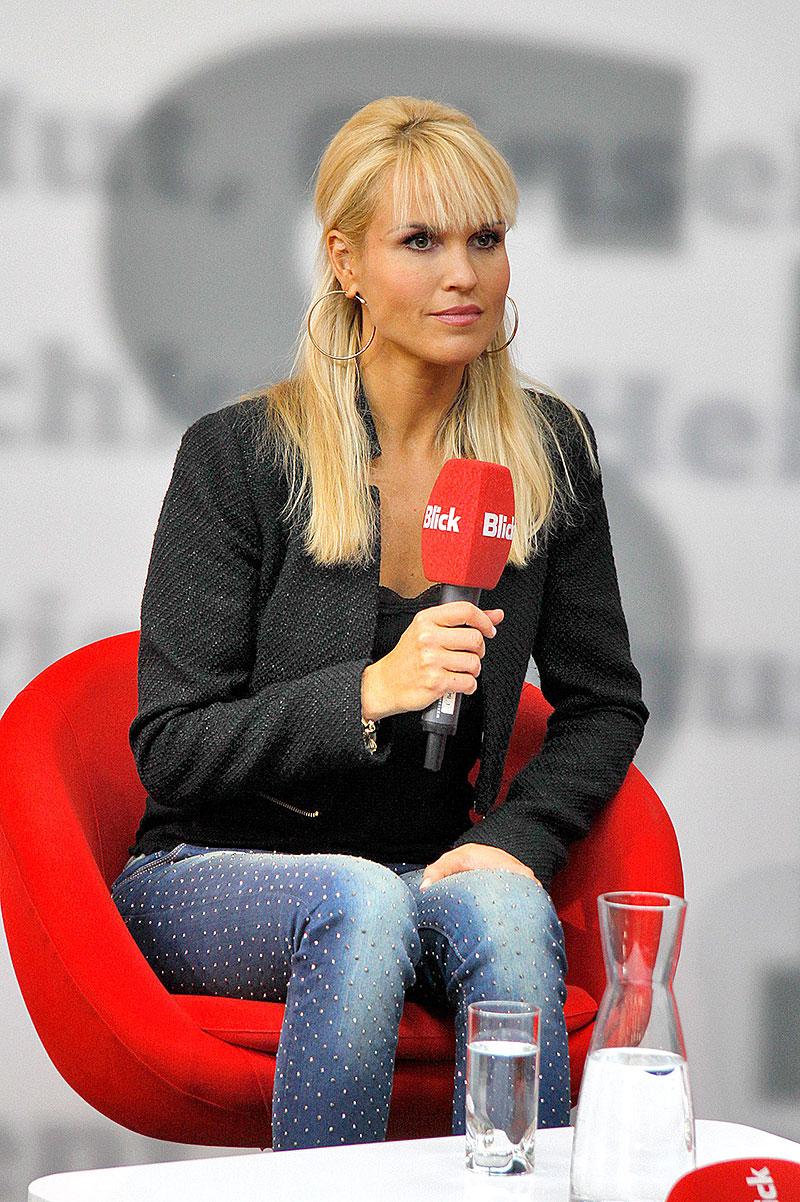 Ženeva 2014: Modelky (+ video): - fotka 68
