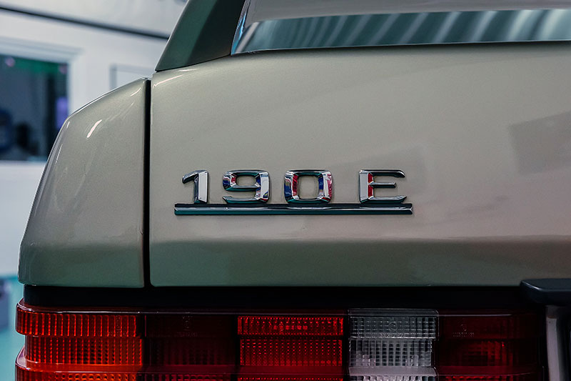 Řídili jsme Mercedes-Benz 190E 2.5-16. Opomíjený rival první M3 si zaslouží víc respektu: - fotka 12