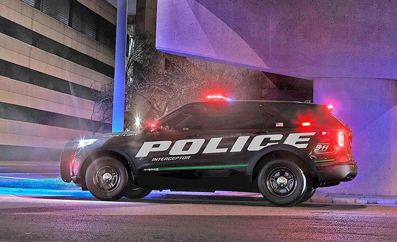 Policisté v USA mají nové nejrychlejší auto. Je to hybridní SUV: - fotka 2