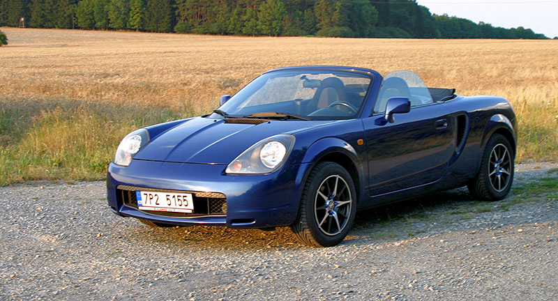 Poslední generace Toyoty MR2 je jedním z nejlevnějších aut s motorem uprostřed. Stojí za koupi?: - fotka 5