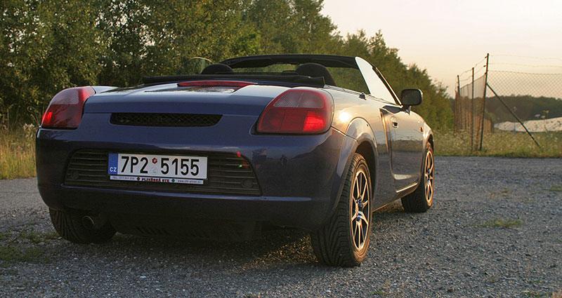 Poslední generace Toyoty MR2 je jedním z nejlevnějších aut s motorem uprostřed. Stojí za koupi?: - fotka 13