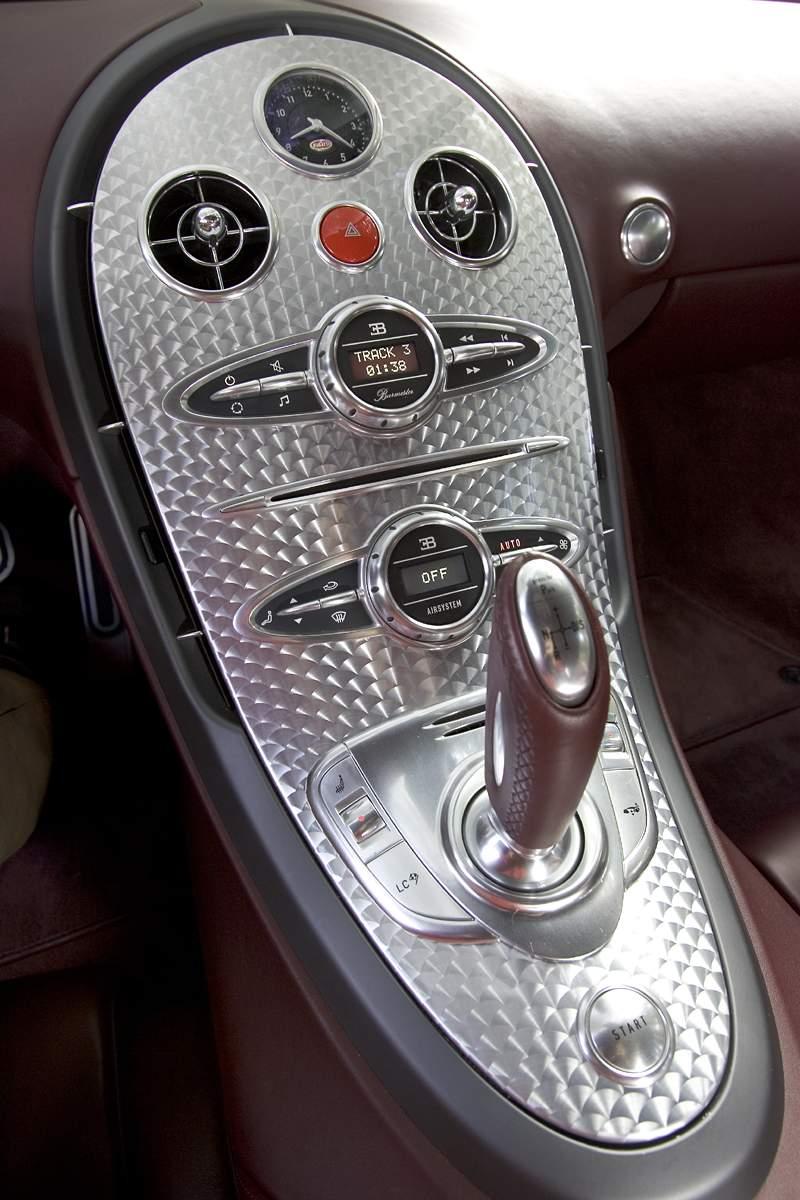 Pod lupou: Bugatti EB 16.4 Veyron - čtyři turba, 1000 koní: - fotka 3