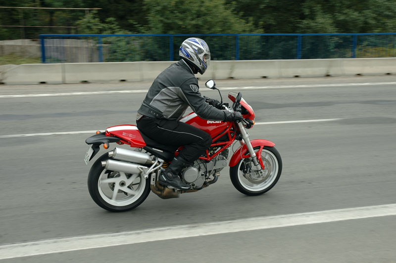 Test Ducati Monster S2R: nezbeda z Itálie: - fotka 1